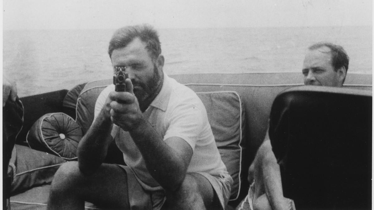 El viejo y la metralleta. Cuando consiguió sacarlo del mar, del…   by Bernardo José Mora   Siempre es personal